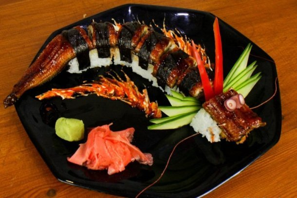 The most elaborated pieces can take the itamaes (sushi chefs) hours of hard work. sushi plate decoration