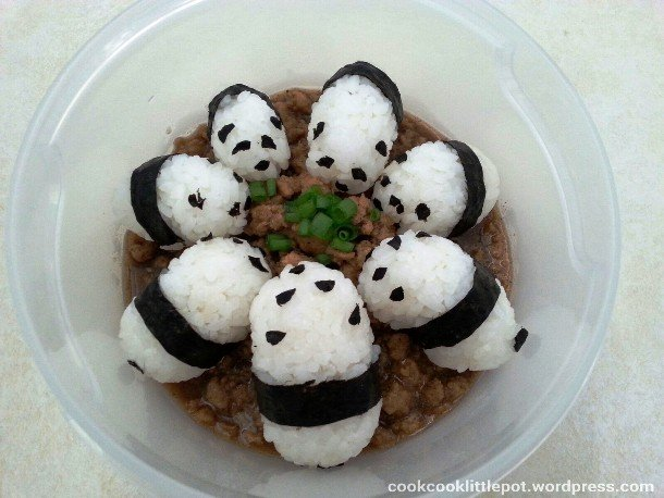 For example, Sushi pandas eating… sushi decoration ideas